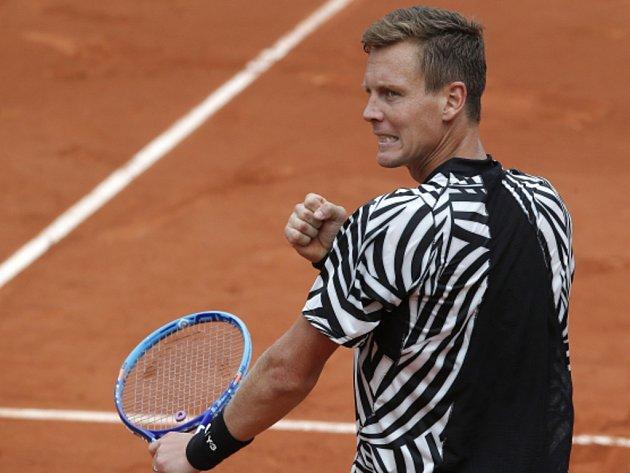 Tomáš Berdych a jeho vítězné gesto na Roland Garros.