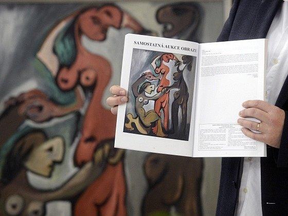 Majitel Galerie Kodl Martin Kodl ukazuje v Praze novinářům obraz od Emila Filly Tři Grácie.