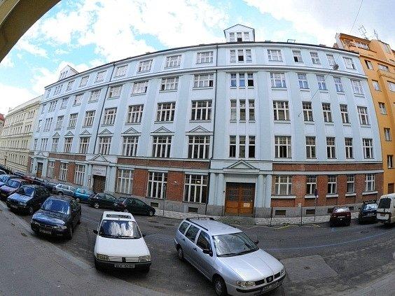 Dům v pražské ulici Dobrovského se má stát ředitelstvím úřadu práce.