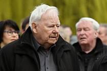 Ve věku 90 let zemřel rozhlasový režisér Karel Weinlich (vlevo na snímku z 30. března 2017), informoval 6. května 2020 Český rozhlas. Na Weinlichových pohádkách vyrostlo několik generací posluchačů