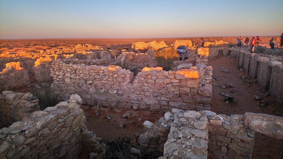 Ruiny římské pevnosti Tisavar u Ksar Ghilane. Byla to pevnost na nejjižnější hranici Římské říše.