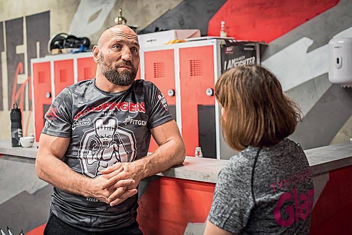 Petr Kníže je současně trenérem istále ještě aktivním zápasníkem.
