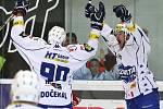 Hokejisté Brna se radují z gólu proti Olomouci.