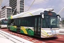 Tři trolejbusy nové generace začaly jezdit ve španělském městě Castellon u Valencie.