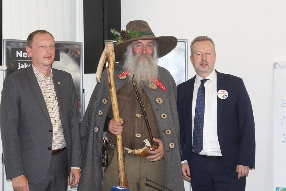 Tiskové konference se zúčastnil také ředitel Správy KRNAP Robin Böhnisch (vlevo).