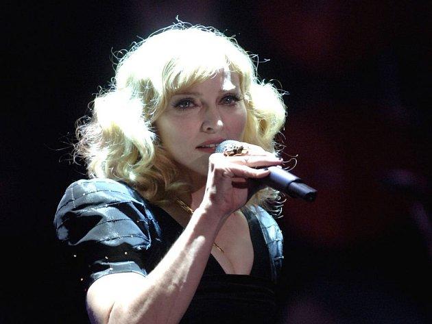 Madonna rozhýbala desetitisícové londýnské Wembly.