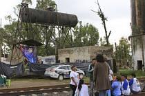 Mrtvoly byly nalezeny v osmatřiceti jamách poblíž Colinas de Santa Fé.