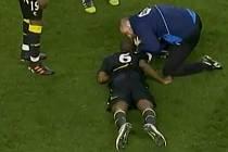 Fabrice Muamba z Boltonu zkolaboval.