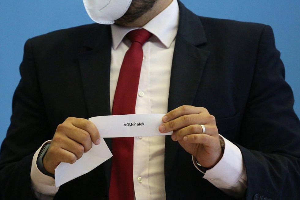 Losování čísel politických stran do parlamentních voleb 2021 v úterý 24. srpna.