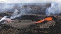 Láva ze sopky Kilauea vytváří až třicetimetrové bariéry
