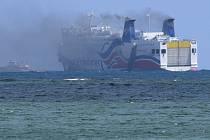 Požár vypukl ráno místního času na trajektu, který převáží cestující mezi Portorikem a Dominikánskou republikou.