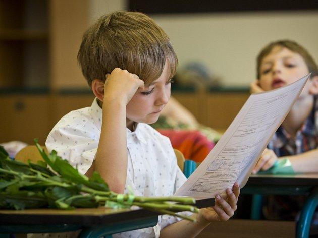 Předávání vysvědčení prvňáčkům z třídy 1.C na ZŠ K Milíčovu na pražském Jižním Městě.