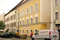 V severorakouském městečku Braunau se rozhořela diskuze, jak naložit s rodným domem pozdějšího nacistického diktátora Adolfa Hitlera.