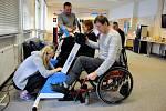 Paracentrum Fenix, které pečuje o klienty na vozíku, hledá náhradní ubytování. V budově patřící bohunické nemocnici organizaci neprodlouží nájem. Hrozí jí konec.