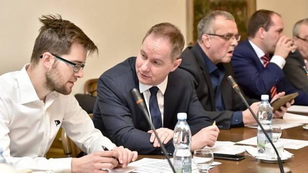 Zleva Jakub Michálek (Piráti), Petr Gazdík (STAN) a Miroslav Kalousek (TOP 09)