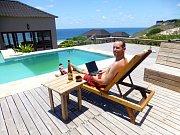 Relax v Praia do Tofo, pobřežním městě na jihovýchodě v Mozambiku