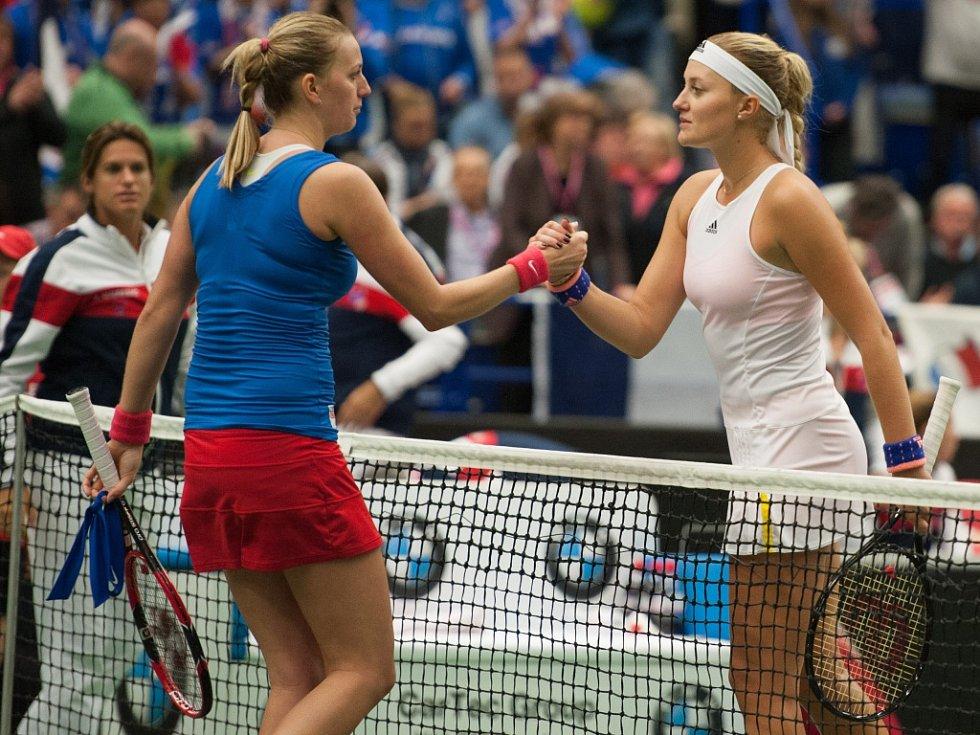 Petra Kvitová (vlevo) proti Kristině Mladenovicové nezaváhala.