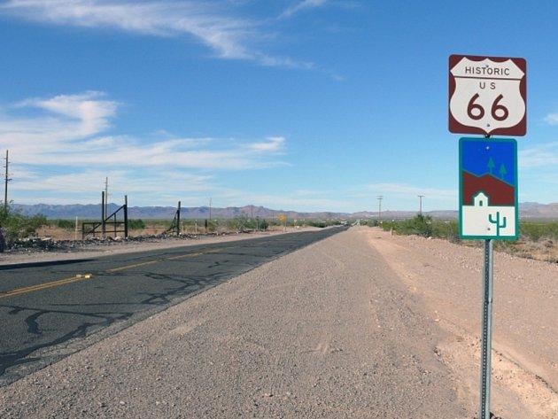 Řidiči projíždějící po slavné americké silnici Route 66 si na jednom z úseků v Novém Mexiku mohou zazpívat patriotickou píseň Amerika je krásná. Místo autorádia se jim však o hudební doprovod postará samotná silnice.