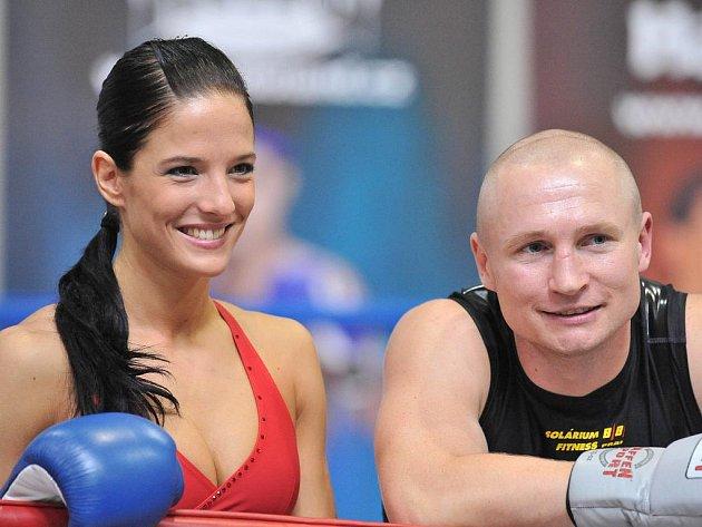 Miss aerobik Táňa Bednářová si zaboxovala s profesionálem Lukášem Konečným.