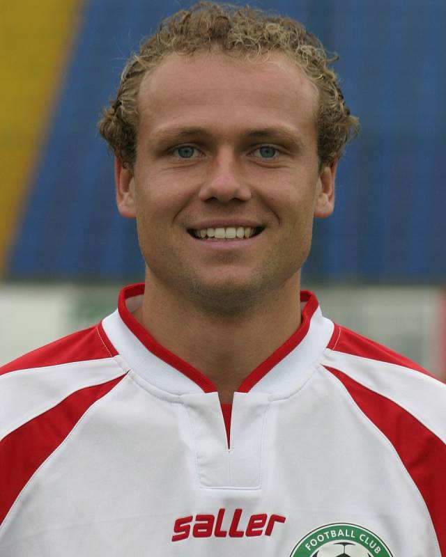 Jako fotbalista hrál také v Polsku, Francii i Španělsku