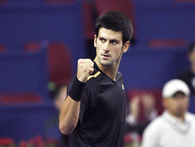 Novak Djokovič přehrál Davyděnka a stal se prvním semifinalistou Turnaje mistrů.