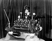 Fordův motor V8 (1932).