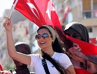 Chceme do EU! Za vstup do unie  demonstrují statisíce Turků.