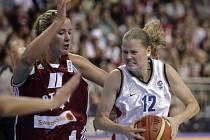 České basketbalistky jasně prohrály v prvním utkání osmifinálové skupiny s domácím týmem. Češky na ME potřetí prohrály, nestačily na Lotyšky.