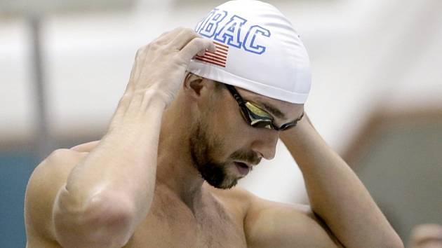 Michael Phelps před závodem na 100 metrů motýlek.