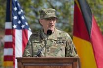 Nový velitel amerických vojsk v Evropě generál Curtis Scaparrotti.