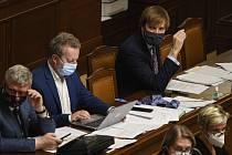 Ministři na schůzi Sněmovny - Zleva ministr průmyslu a dopravy Karel Havlíček (za ANO), ministr životního prostředí Richard Brabec (ANO) a ministr zdravotnictví Adam Vojtěch (za ANO) na pravidelné interpelaci na členy vlády ve Sněmovně 28. května 2020 v P