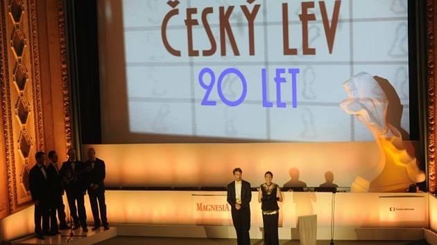 V pražském kině Lucerna se 2. února vyhlašovaly nominace dvacátého ročníku ceny Český lev. Členové České filmové a televizní akademie vybírali ze 30 celovečerních hraných snímků a 15 dokumentů, které měly v kinech premiéru v roce 2012.