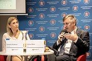 První z debat Hospodářské komory kandidátů v nadcházejících volbách proběhla 6. září v Praze. Na snímku Daniela Rázková a Václav Bílek.