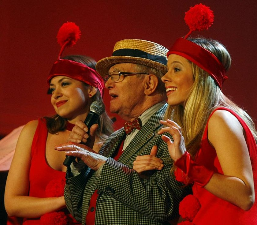 Legendární Divadlo Semafor oslavilo v pátek galakoncertem v Obecním domě padesát let od prvního představení.