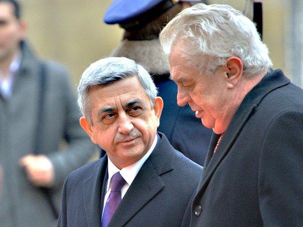 Zeman zároveň při jednání se Sargsjanem a při jednání národních delegací Česka a Arménie připomněl, že on sám již dříve vyvražďování Arménů Osmanskou říší v roce 1915 za genocidu označil.