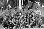 Členové přepadového oddílu americké šesté armády, tzv. Alamo Scouts, po úspěšném přepadu