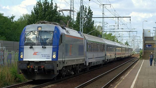 """Polská lokomotiva """"EU44"""" v barvách PKP Intercity"""