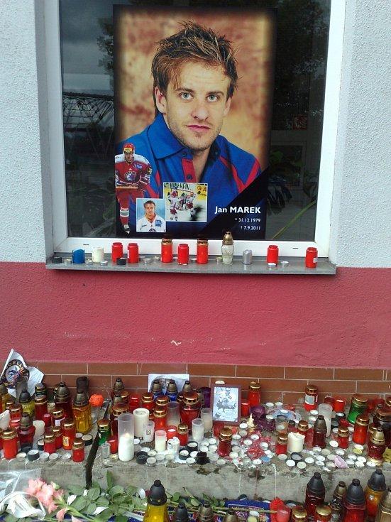Září 2011: Pieta za hokejisty Jana Marka, Karla Rachůnka a Josefa Vašíčka (Třinec).