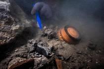 Vědcům se podařil fantastický objev, našli prastarou keramiku i ovoce