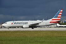 Boeing 737 MAX v barvách společnosti American Airlines