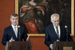 Prezident Miloš Zeman (vpravo) a premiér Andrej Babiš vystoupili 13. prosince na tiskové konferenci po jmenování nové vlády na Pražském hradě.
