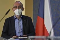 Ministr zdravotnictví Jan Blatný na tiskové konferenci po mimořádném jednání vlády.