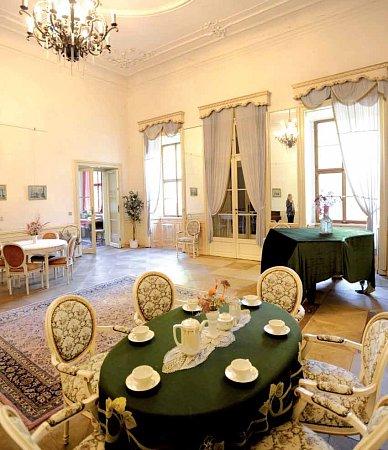 Interiér na zámku Jezeří na Mostecku.