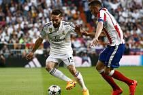 Daniel Carvajal z Realu Madrid (vlevo) proti Atlétiku.
