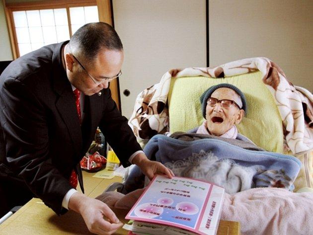 V Japonsku zemřel nejstarší člověk světa Džiroemon Kimura, bylo mu 116 let.