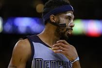 Mike Conley z Memphisu s ochrannou maskou.