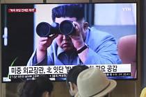 Lidé na nádraží v jihokorejské metropoli Soulu sledovalitelevizní zpravodajství se záběry severokorejského vůdce Kim Čong-una