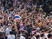 V Bangkoku zasahovala policie, snaží se vytlačit demonstranty.