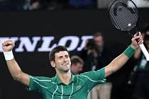 Srbský tenista Novak Djokovič se raduje z vítezství ve finále Australian Open.