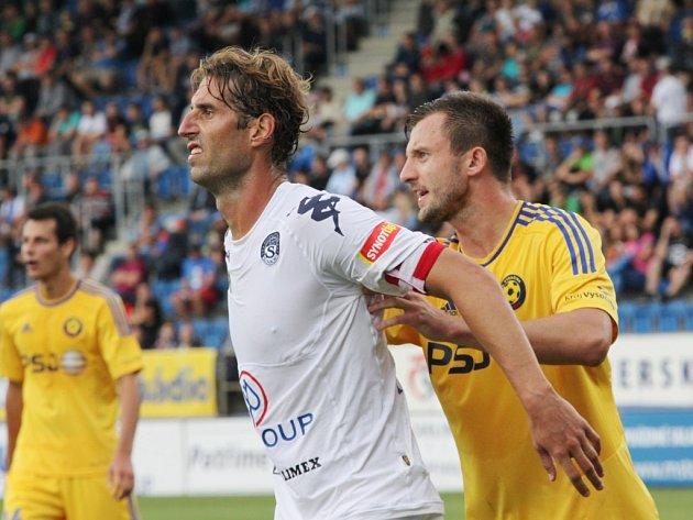 Libor Došek (v bílém) proti Jihlavě střelecky zářil, dal oba góly Slovácka.